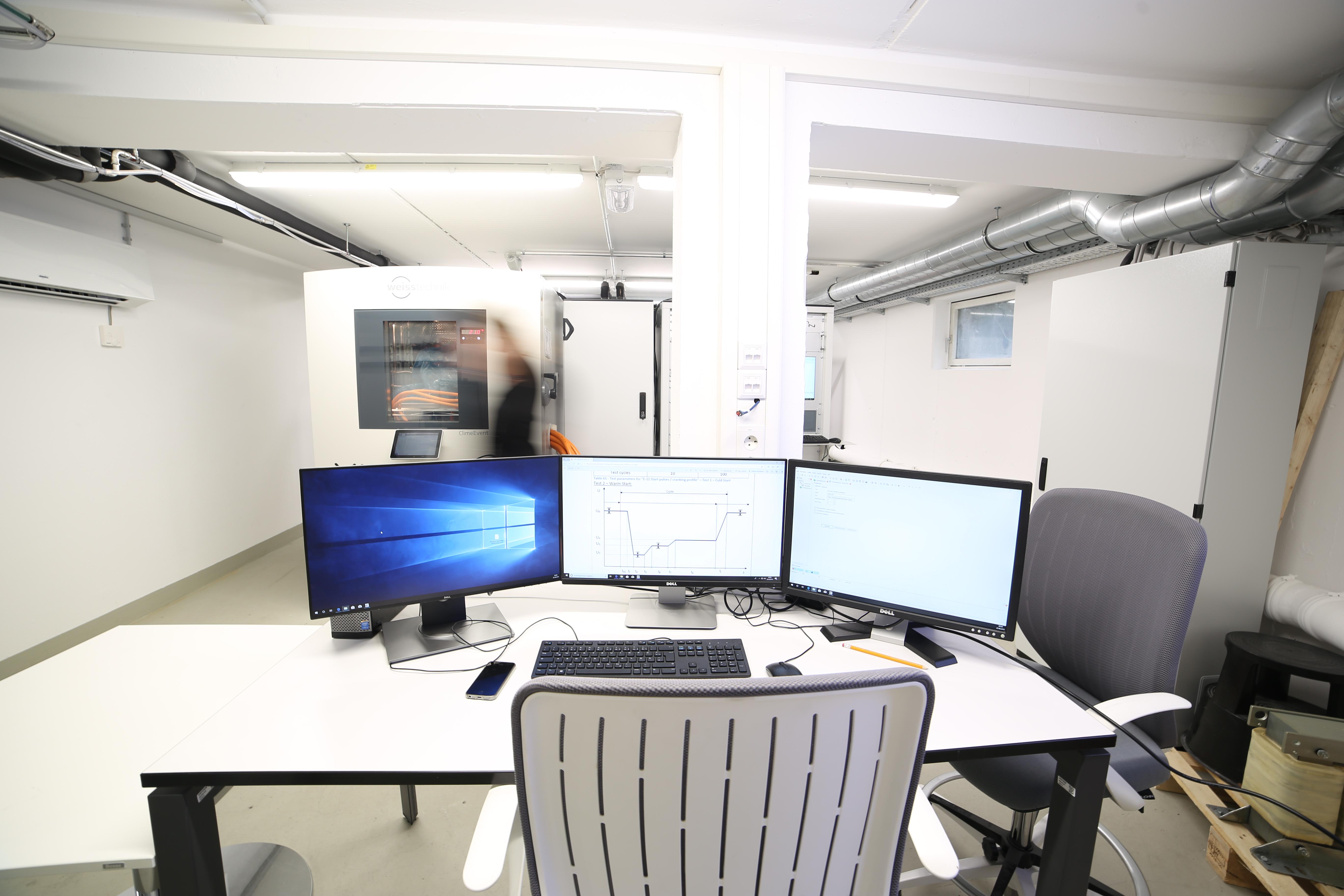 Testplatz für Auswertungen von Tests an Leistungselektronik im Prüflabor