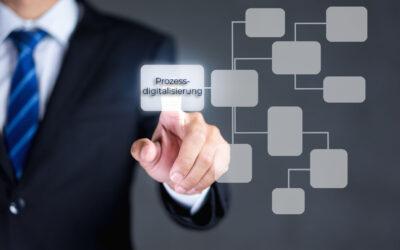 Mann zeigt auf eine Vernetzung mit dem Begriff Prozessdigitalisierung